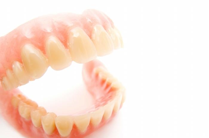 今の入れ歯に疑問を感じたら当院へ。噛みあわせのプロが、気になる点を解決します。